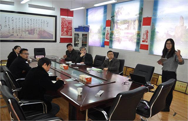 徐州市电教馆周岩馆长莅临西朱小学,视察焦点智慧教室的使用情况。.jpg