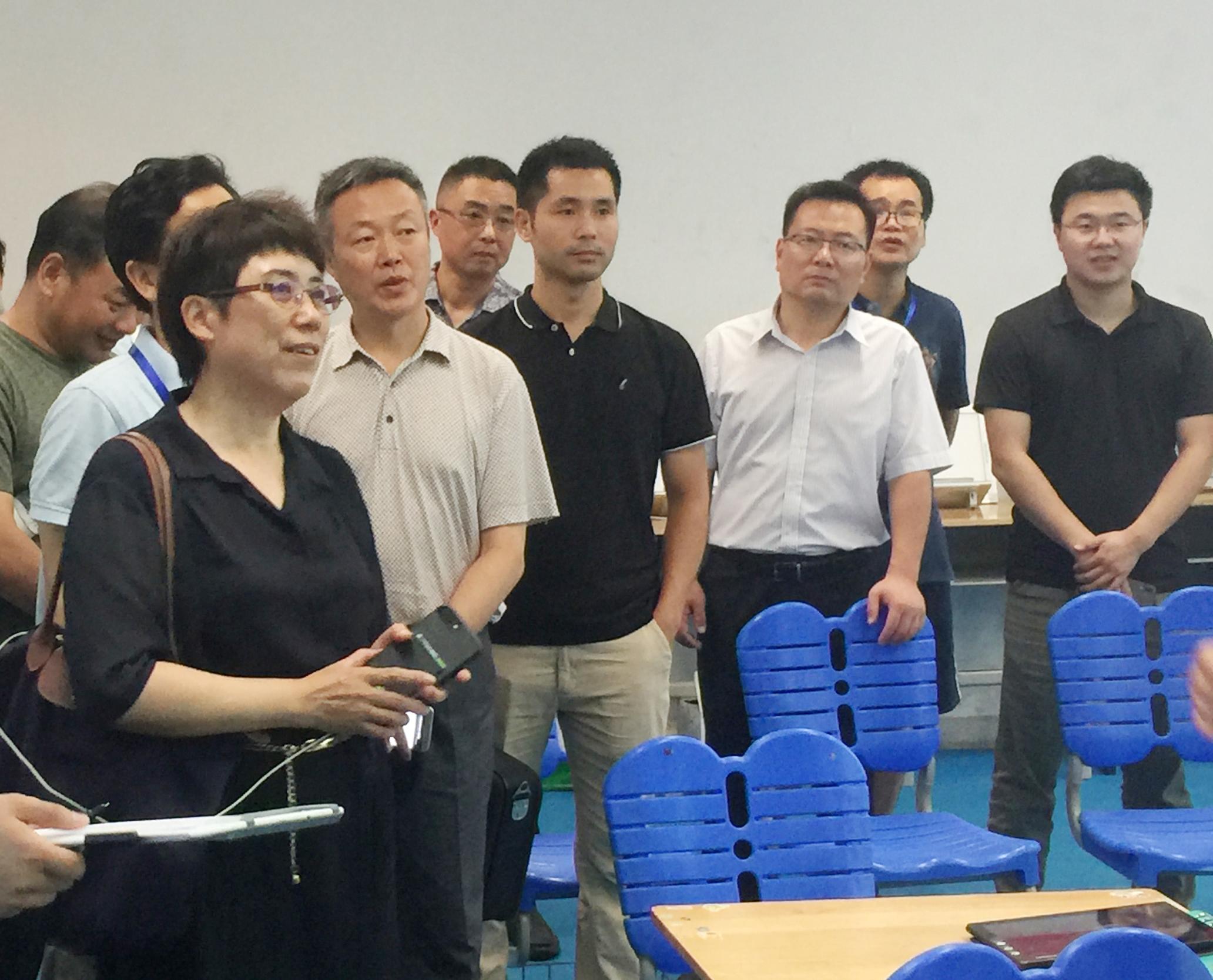 安徽省教育厅副厅长金燕莅临展会参观指导