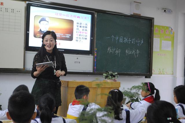 老师使用焦点智慧教室上课