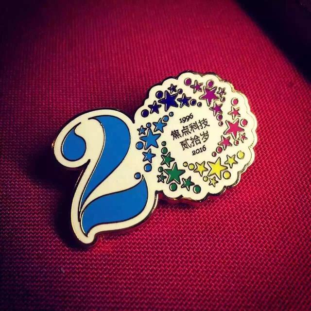 焦点20周年庆典胸章