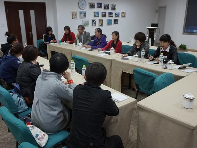 张义兵教授与洛阳吉利区一众老师们讨论交流