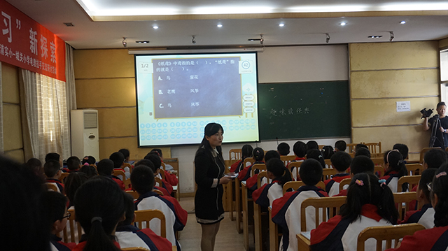 江浦实验小学卓老师利用焦点智慧教室上课