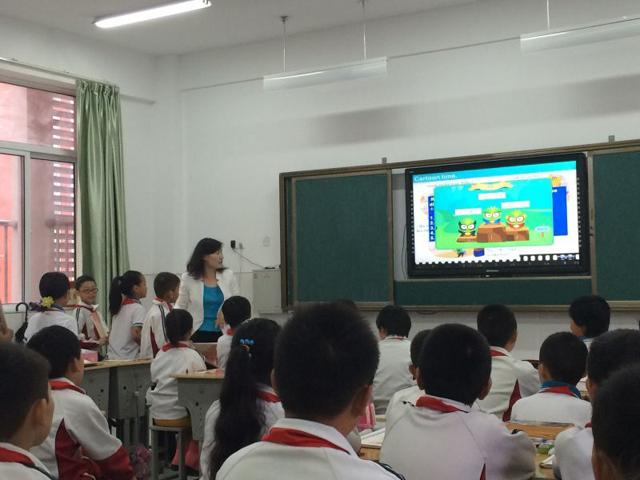 张媛媛老师使用焦点智慧教室互动教学系统上课